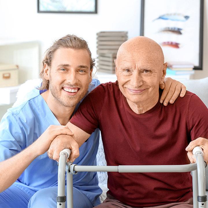 介護士として利用者を支援する